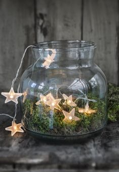 33 Christmas decoration ideas and practical tips for an atmospheric party - Fresh ideas for the interior, decoration and landscape - christmas decoration diy ideas fairy lights moss glass Informations About 33 Weihnachtsdeko Ideen un - Noel Christmas, Christmas Is Coming, Rustic Christmas, Winter Christmas, Christmas Lights, Christmas Crafts, Christmas Lunch, Christmas Design, Simple Christmas