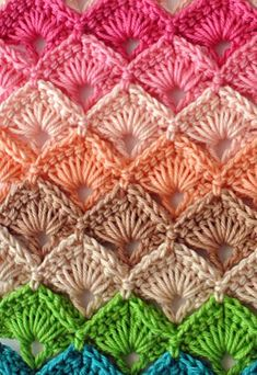 Download our free multicolour crochet box stitch pattern in pdf and the step by step tutorial on how to make it easily and fast.
