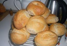 Chlebánky podle Bony | NejRecept.cz Kefir, Hamburger, Bread, Jen, Food, Author, Brot, Essen, Baking