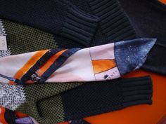 Sweater and scarf details. Designers, Dressing, London, Sweaters, Shopping, Tela, Women, Sweater