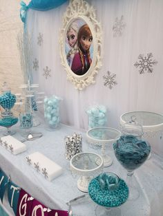 10 Ideas for an Unforgettable Frozen Themed Party – Page 10 – Forkly Frozen Themed Birthday Party, Disney Frozen Birthday, 4th Birthday Parties, Frozen Party, 2nd Birthday, Frozen Candy Buffet, Frozen Decorations, Fiesta Decorations, Frozen Cupcakes