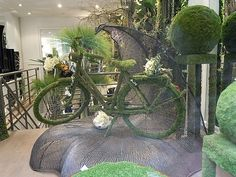 Soo love this Bicycle of moss.               (Paris Garden Decor Shop #bicycles)