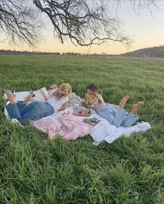 sweet summertime 🦋 spotify: on We Heart It Summer Vibes, Photos Bff, Shotting Photo, Summer Goals, Best Friend Pictures, Friend Pics, Family Pictures, Summer Dream, Cute Friends