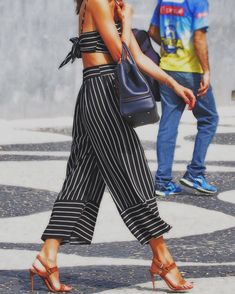 Alessandra Ambrosio earns her fashion stripes in a midriff-baring two piece ensemble to make Olympic medal-worthy cocktails Two Piece Dress, Two Piece Outfit, Pretty Outfits, Cute Outfits, Pretty Clothes, How To Wear Leggings, Alessandra Ambrosio, Summer Fashion Outfits, Spring Outfits