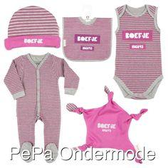 Natuurlijk hebben we ook een meisjes variant van de serie Boefje van het met Frogs and Dogs.   #pepaondermode #frogsanddogs #babymerk #babylijn #babykleding #boefje #meisje #baby #babymeisje #roze #muts #slabber #romper #boxpak #tutteldoekje #stoerenlief #pasgeborene #babygirl #newborn #newbaby #newmom #badgirl #pink #beanie #bib #bodysuit #onesie #cuddle #brandnewbaby #love