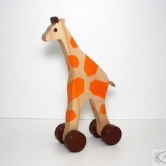Jouet en bois: petite girafe en bois sur roues, cadeau naissance