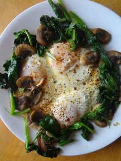 a yummy savory breakfast No recipe, just a reminder : 2 eggs over easy on a bed of sautéed spinach and mushrooms. yum