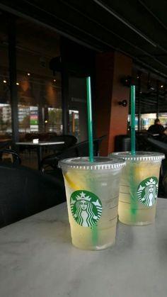 Bebidas Do Starbucks, Starbucks Drinks, Instagram And Snapchat, Instagram Story Ideas, Applis Photo, Food Photo, Starbucks Snapchat, Snap Food, Fake Pictures