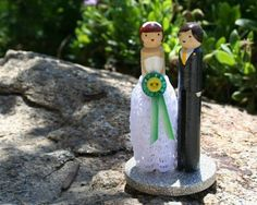 This+easy-to-make,+affordable,+and+adorable+cake+topper+will+add+a+touch+of+whimsy+to+any+wedding+celebration.