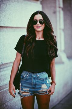 The Popular Denim Shorts To Make You Look Perfect This Summer - Fashion Outfit Ideas Denim Shorts Outfit, Denim Cutoff Shorts, Ripped Denim, Jean Shorts, Distressed Denim, Black Shorts, Denim Jeans, Denim Outfits, Ripped Shorts