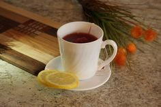 This unique African tea provides an array of health benefits. With powerful antioxidant and anti-inflammatory properties, drinking a cup of rooibos tea every day can help you stay healthy. Healthy Balanced Diet, Calcium Rich Foods, Hibiscus Tea, Latte Macchiato, Tea Benefits, High Protein Recipes, Weight Loss Drinks, Detox Tea, Detox Drinks