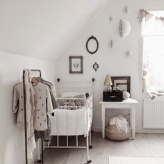 A simple and very sweet nursery in natural tones