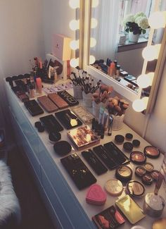 Elegant Makeup Room Checklist & Idea Guide for the best ideas in Beauty Room decor for your makeup vanity and makeup collection. Makeup Goals, Love Makeup, Makeup Inspo, Makeup Inspiration, Gorgeous Makeup, Amazing Makeup, Makeup Blog, Elegant Makeup, Daily Makeup