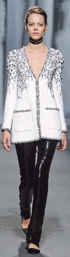 Chanel ~ Couture Spring Black+White 2011 JACKETTE