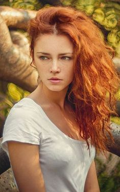 When we talk about red hair colors, we all think of a striking, intense hair color. Indeed, the shades of red hair have a completely different feel! Redhead Hairstyles, Red Heads Women, Redheads Freckles, Red Hair Woman, Beautiful Red Hair, Beautiful Women, Simply Beautiful, Natural Redhead, Gorgeous Redhead