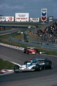 Jacques Laffite (Ligier-Matra JS7) & Niki Lauda (Ferrari 312T2), 1977 Dutch GP, Zandvoort