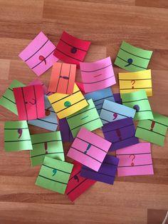 2.sınıf noktalama işaretleri küçük renkli kağıtlara bu şekilde noktalama işaretlerini yazıyoruz ve sonra bir kutunun içine koyuyoruz. öğrenciler kutudan bir kağıt çekiyor ve hangi noktalama işareti gelmişse ona uygun cümle kuruyor. Değerlendirme çalışmasının eğlenceli hali :)