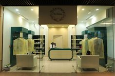Dry Cleaning Business, Laundry Shop, Clothing Store Displays, Front Office, Container Store, Store Fronts, Business Design, Store Design, Mudroom