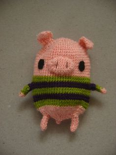 amigurumi pig with sweater