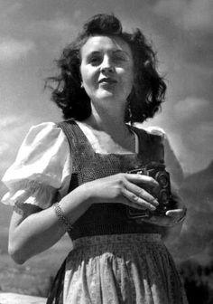 EVA BRAUN and her Rolleiflex
