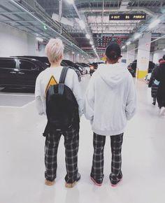 Find images and videos about kpop, exo and baekhyun on We Heart It - the app to get lost in what you love. Kris Wu, Kai, Exo Couple, Exo Lockscreen, Fandom, Baekhyun Chanyeol, Xiu Min, Kpop Exo, Exo Members