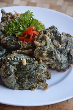 Diah Didi's Kitchen: Bakwan Daun Singkong Diah Didi Kitchen, Indonesian Food, Fritters, Recipies, Food And Drink, Menu, Herbs, Foods, Vegetables