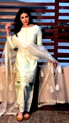 Pakistani Formal Dresses, Pakistani Fashion Party Wear, Pakistani Wedding Outfits, Pakistani Dress Design, Pakistani Clothing, Pakistani Designer Suits, Saree Wedding, Wedding Wear, Dress Indian Style