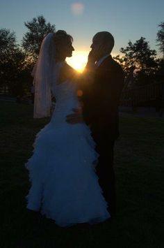 Mąż, żona, zachód słońca // Wife and husband at the sunset #wesele #wedding #Krakow