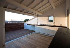 6 Wealthy Cool Tips: Flat Roofing Texture solar roofing tiles.Black Roofing House roofing ideas new. Attic Loft, Loft Room, Attic Rooms, Attic Spaces, Glass Balcony, Glass Roof, Loft Design, House Design, Casa Milano
