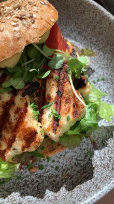 East Restaurant, Restaurant Recipes, Clean Eating Breakfast, Vegetarian Breakfast, Halloumi, Applis Photo, Snap Food, Food Snapchat, Date Dinner
