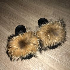 So Real GSUWOO is an all around brand featuring luxury streetwear clothing, exclusive footwear designs along with genuine fur footwear such as slippers and boots. Fuzzy Slides, Cute Slides, Fluffy Shoes, Eyelash Kit, Jelly Shoes, Slippers, Natural, Kicks, Shoe Game