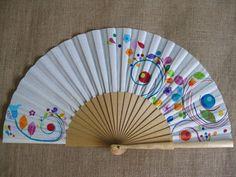 Abanicos - Abanico pintado a mano Alboroto divertido - hecho a mano por bosquedecolor en DaWanda Painted Fan, Hand Painted, Hand Held Fan, Hand Fans, Crafts For Kids, Arts And Crafts, Fan Decoration, Vintage Fans, Diy Fan