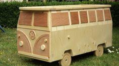 VW bus opbergkist. Dat zou leuk zijn voor Nils zijn speelgoed!