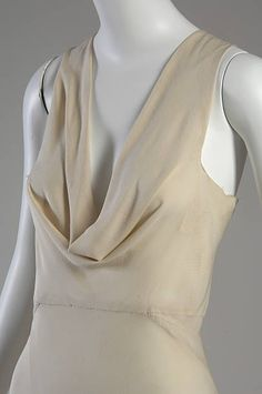 Evening gown Madeleine Vionnet bias-cut silk crepe, retrieved October 2017 I chose this pin because, it closely shows the draping that inspired Vionnet. 1930s Fashion, French Fashion, Timeless Fashion, Vintage Fashion, Edwardian Fashion, Fashion Goth, Fashion Clothes, Madeleine Vionnet, Evening Gowns Images
