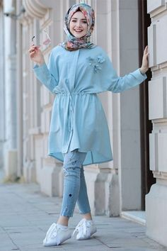 Stunning Button Front Tunic Outfit Ideas for Hijabies – Girls Hijab Style & Hi. Stunning Button Front Tunic Outfit Ideas for Hijabies – Girls Hijab Style & Hijab Fashion Ideas Modest Fashion Hijab, Modern Hijab Fashion, Street Hijab Fashion, Pakistani Fashion Casual, Pakistani Dresses Casual, Casual Hijab Outfit, Muslim Fashion, Hijab Chic, Fashion Outfits