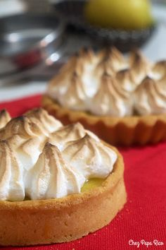 Tarte au citron meringuée / Chez Papa Rico Muffin, Breakfast, Food, Lemon Meringue Pie, Tarts, Good Mood, Recipes, Morning Coffee, Essen