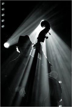 Chi dal silenzio sa far nascere musica e non rumore, ha la capacità di dialogare con i Cieli. Barbara Goti