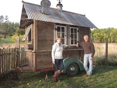 I just had to show you this rustic tiny house on wheels because its so unique. Well its not really a house. Its just a shed on wheels. But heres a tiny house that has a Tiny House Talk, Tiny House Plans, Tiny House On Wheels, Tiny House Design, Rustic Shed, Tiny House Trailer, Gypsy Trailer, Food Trailer, House Ideas