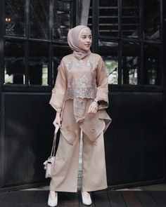 Hasil gambar untuk model baju pesta satin 2018  83e3096ba5