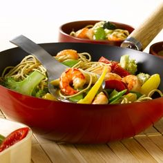 Recette de Wok de crevettes aux nouilles et aux légumes avec Knorr®