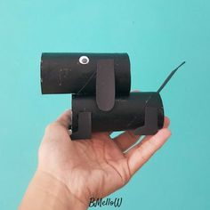 Crafting with toilet rolls. Crafting with children. Toilet Roll Craft, Toilet Paper Roll, Diy For Kids, Cool Kids, Crafts For Kids, Bubble Art, Paper Animals, Creative Kids, Kids Playing