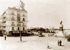 La plaza de San Juan de Dios con el tranvía que salía desde la Alameda y llegaba a San Fernando.