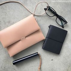 Reduce clutter in your #everydaycarry with the #irose Shoulder Case ( perfect size for your #edc). Just like the #travelerscompany Passport size #travelersnotebook system, it is portable & practical & helps keeps things simple. #ystudio #midoritravelersnotebook #travelersnotebook #irose