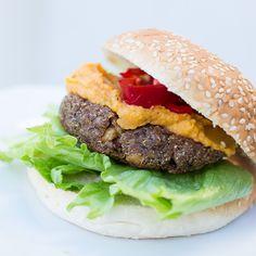 Marias Matglede ♥: Vegetarburger med quinoa og sorte bønner Quinoa, Norwegian Food, Vegetarian Food, Hamburger, Bbq, Ethnic Recipes, Veggie Food, Barbecue, Barbacoa