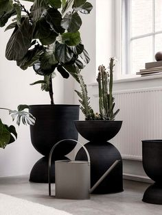 The Hourglass flowerpot from Ferm Living owes its name to its hourglass shape. The flower pot can be used on both sides so you can choose the deep or shallow si Small Plants, Potted Plants, Indoor Plants, Vases, Black Planters, Flower Pots, Flowers, Office Plants, Wooden Tops