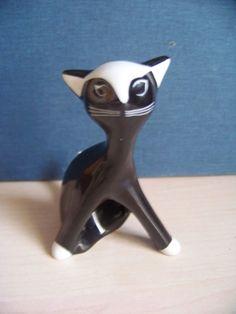 Figurka Kotka małego - projekt z roku 1951  Projektant : Zdana Kosicka  #vintage #vintagefinds #vintageshop #forsale #design #midcentury #midcenturymodern #polish #cmielow #classic #cat