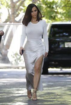 Kim Kardashian Photos Photos: The Kardashians Film Their Show in Woodland Hills - Kim Kardashian Photos – Kim Kardashian Visits Epione Cosmetic Dermatology Clinic – Zimbio - Kardashian Kollection, Khloe Kardashian, Robert Kardashian, Estilo Kardashian, Kardashian Photos, Kardashian Dresses, Kylie, Kim K Style, Her Style