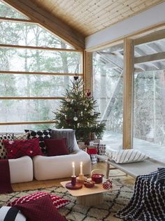 Okko Spoon - / China - Set of 4 by Marimekko Scandinavian Christmas, Rustic Christmas, Christmas Home, Christmas Holidays, Marimekko, Scandinavian Living, Scandinavian Design, Winter Cabin, Guest Bed