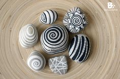 painted pebbles and stones / bemalte Steine