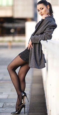 Pantyhose Outfits, Pantyhose Heels, Black Pantyhose, Tights Outfit, Black Tights, Lovely Legs, Great Legs, Fashion Heels, Girl Fashion